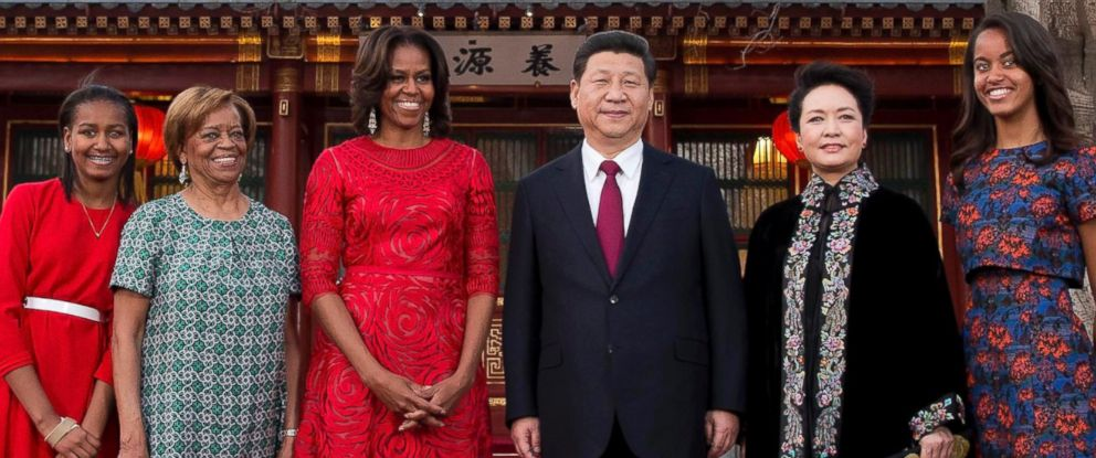 PHOTO: U.S. first lady Michelle Obama, center left, poses for photos with Chinese President Xi Jinping, center right, at the Diaoyutai state guesthouse in Beijing, March 21, 2014.