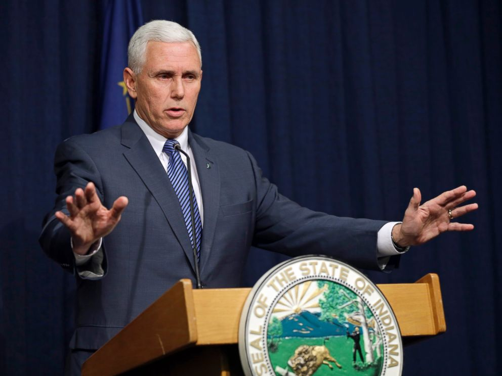 PHOTO: Indiana Gov. Mike Pence holds a news conference at the Statehouse in Indianapolis, March 26, 2015.