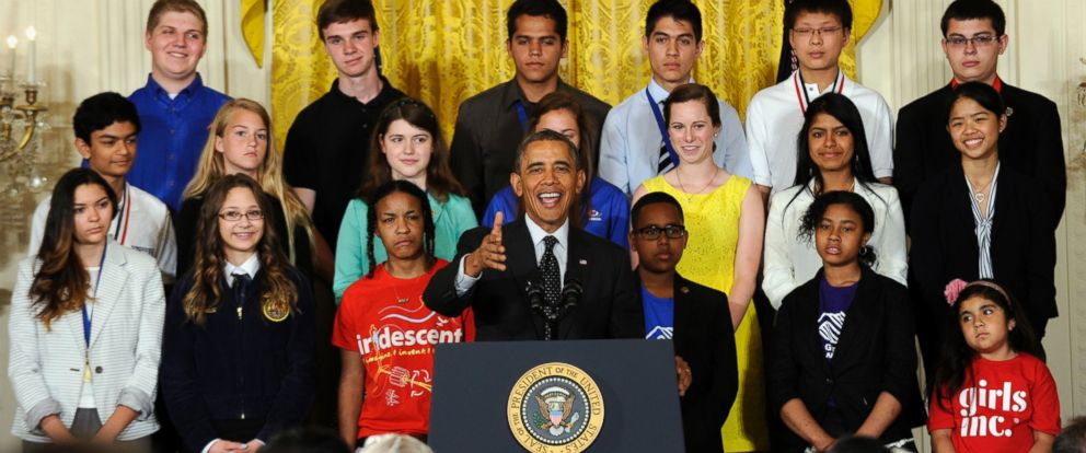 PHOTO: President Barack Obama speaks with some of the 2014 White House Science Fair kids behind him, May 27, 2014, in the East Room of the White House in Washington.