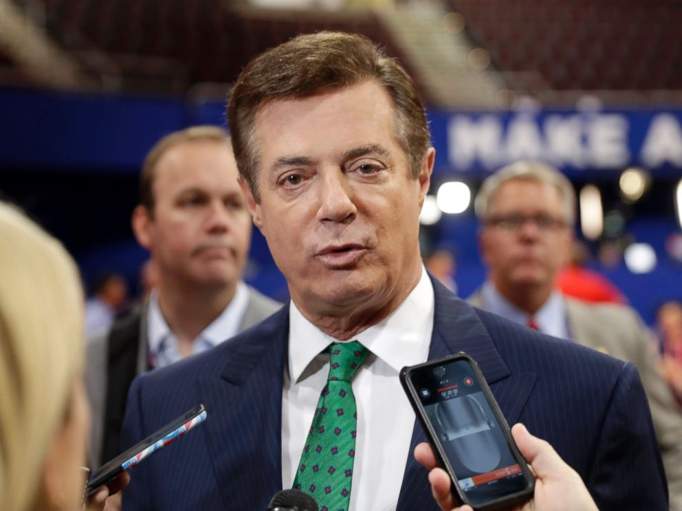 PHOTO: Trump Campaign Chairman Paul Manafort talks to reporters on the floor of the Republican National Convention at Quicken Loans Arena, July 17, 2016, in Cleveland.