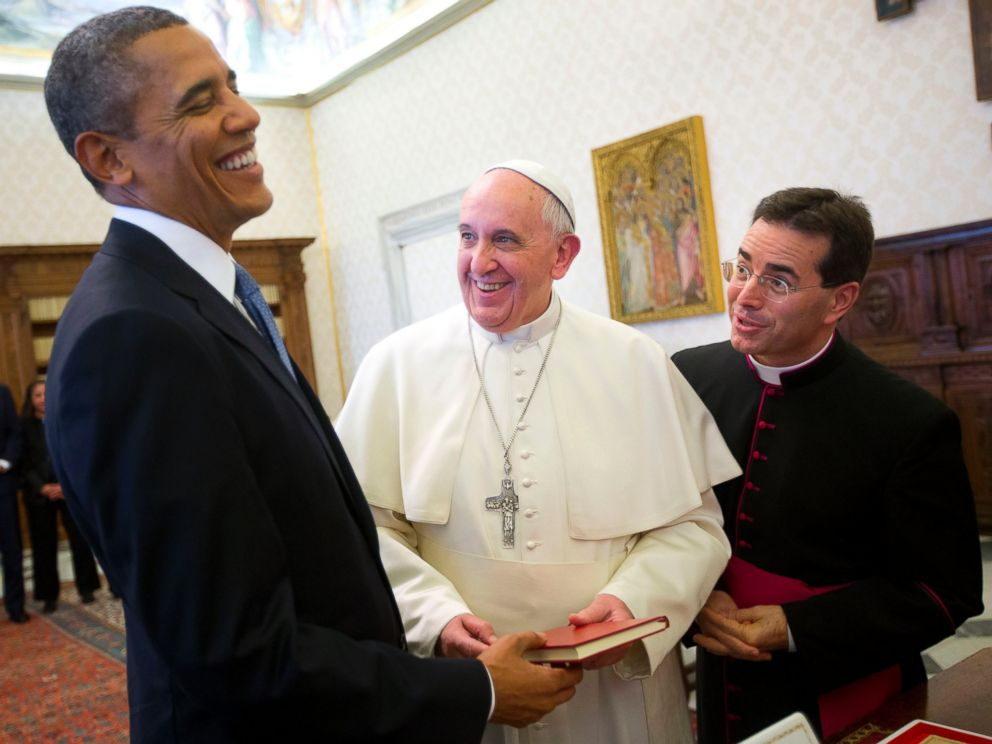 PHOTO: In this Thursday, March 27, 2014 file photo, U.S. President Barack Obama, left, reacts as he meets with Pope Francis, center, during their exchange of gifts at the Vatican.