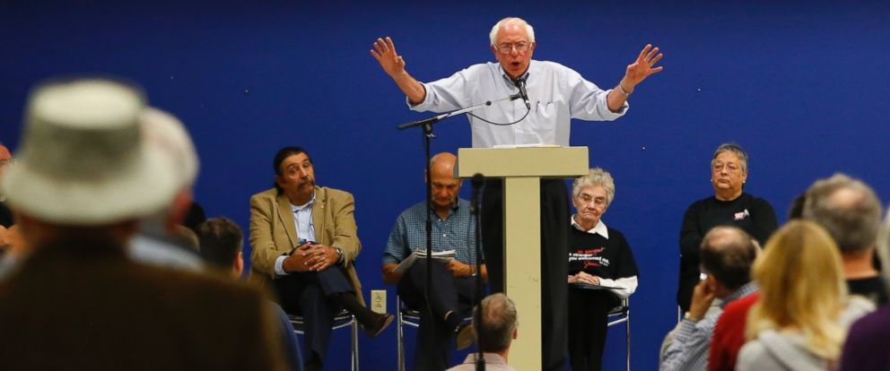 PHOTO: Sen. Bernie Sanders (I-Vt.) speaks to a crowd during a town hall meeting at Clarke University, in Dubuque, Iowa, Sept. 13, 2014.