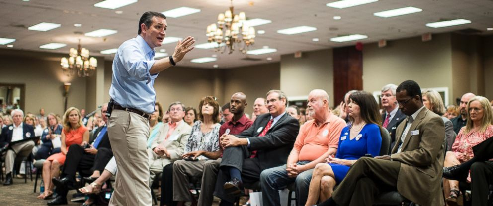 PHOTO: Presidential candidate Sen. Ted Cruz, R-TX, speaks to supporters during the Cruz campaign bus tour rally in Pelham, Ala., Aug. 9, 2015.