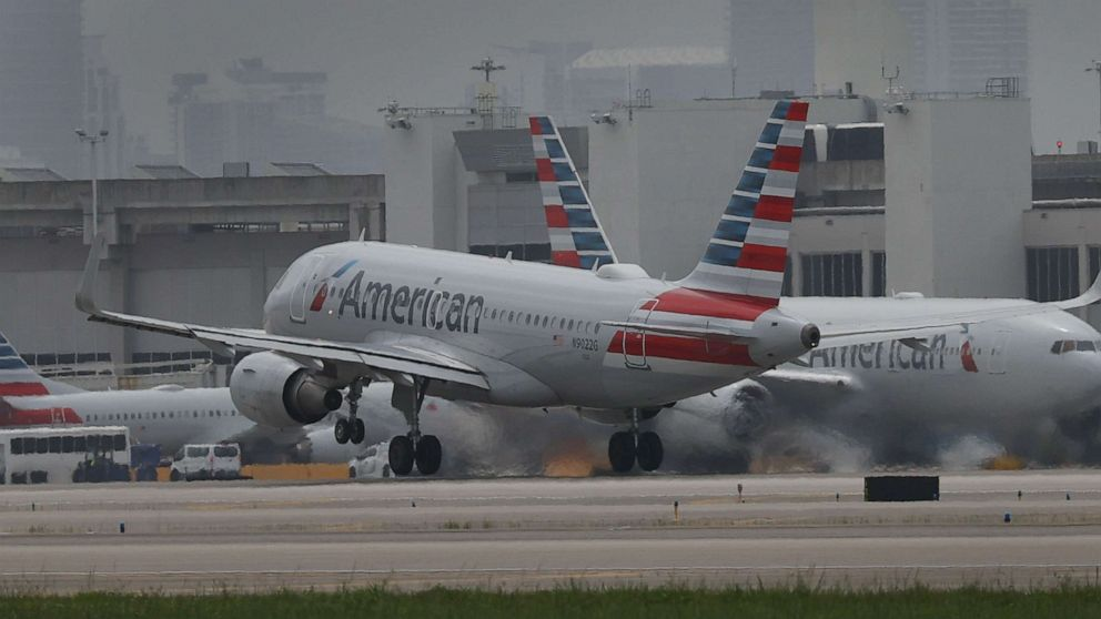 American Airlines cancels hundreds of flights amid staffing, maintenance issues