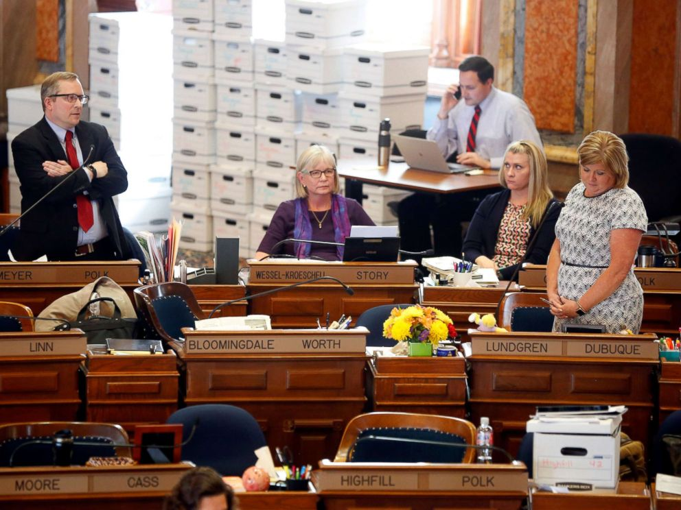 PHOTO: Representative Brian Meyer of Polk County questions Representative Shannon Lundgren of Dubuque on the floor of the Iowa House Tuesday, May 1, 2018.