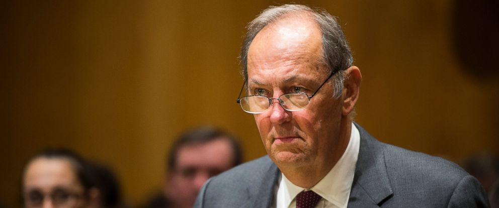 PHOTO: Former Sen. Bill Bradley, D-N.J., takes his seat for the Senate Finance Committee hearing, Feb. 10, 2015 in Washington, D.C.