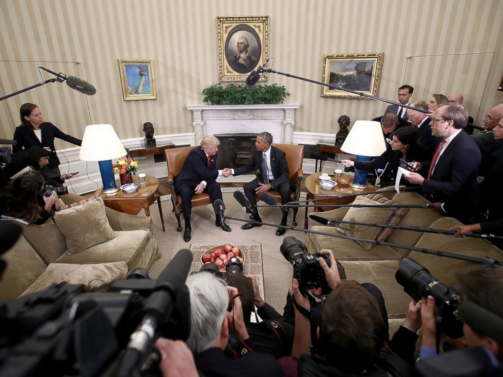 PHOTO: Members of the White House Press Corps record the moments of the first meeting between President Barack Obama and President-elect Donald Trump in a meeting in the Oval Office Nov. 10, 2016.