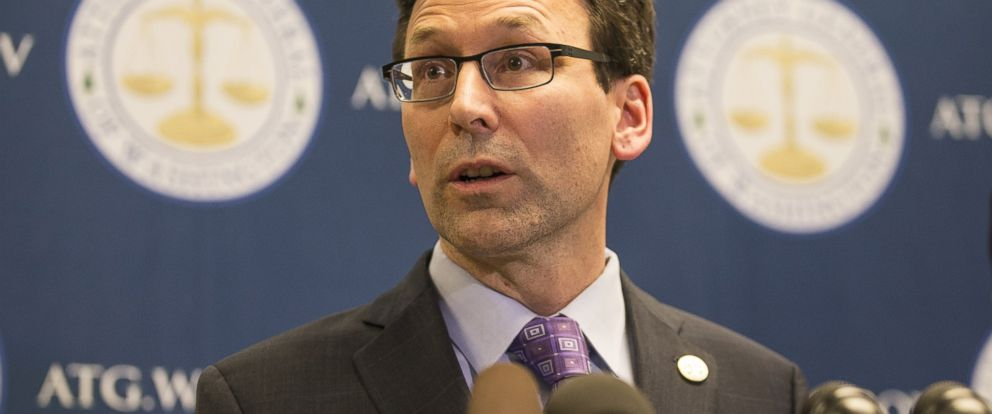 PHOTO: Washington state Attorney General Bob Ferguson speaks during a press conference at his office, Feb. 9, 2017 in Seattle.