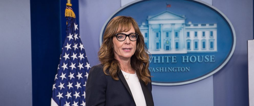 PHOTO: Allison Janney Stops By White House Press Briefing as CJ Cregg The ?West Wing? actress took over the press briefing to bring attention to the opioid epidemic.