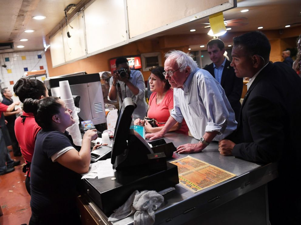 PHOTO:Presidential candidate, Bernie Sanders orders food at Tacos, Tijuana as he stops to eat following a rally at the Paul Paul Amphitheatre, May 29, 2016, in Fresno, Calif.