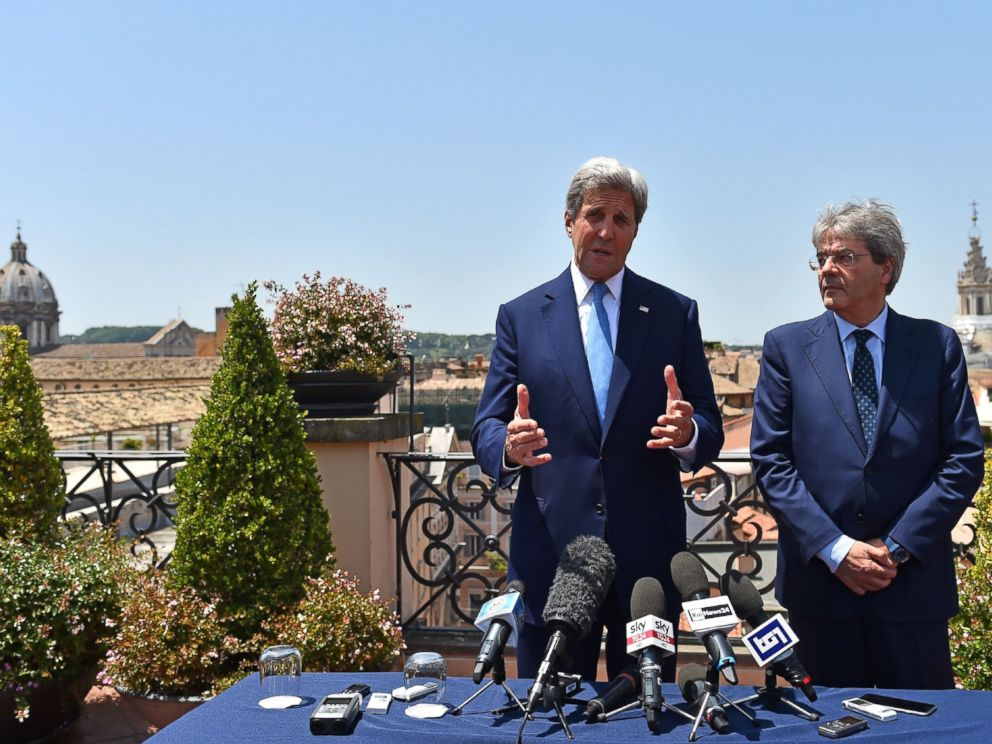 PHOTO: US Secretary of State John Kerry (L) meets Italian Foreign minister Paolo Gentiloni in Rome on June 26, 2016.