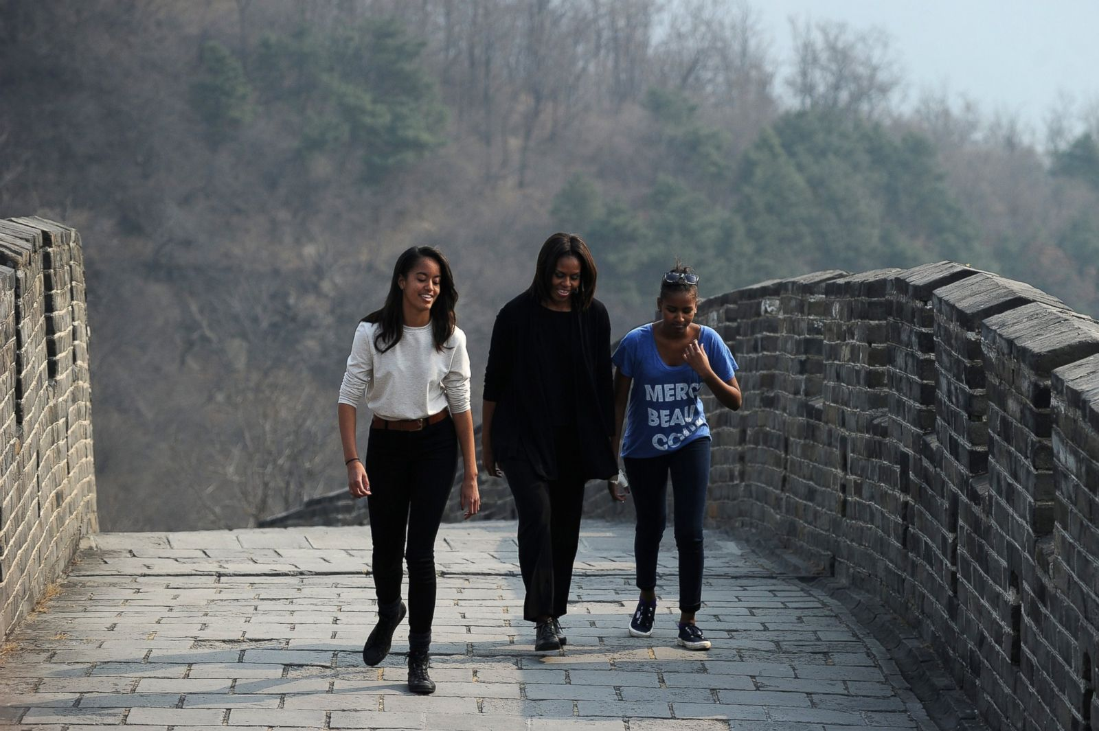 Michelle Takes Malia and Sasha to the Great Wall Picture