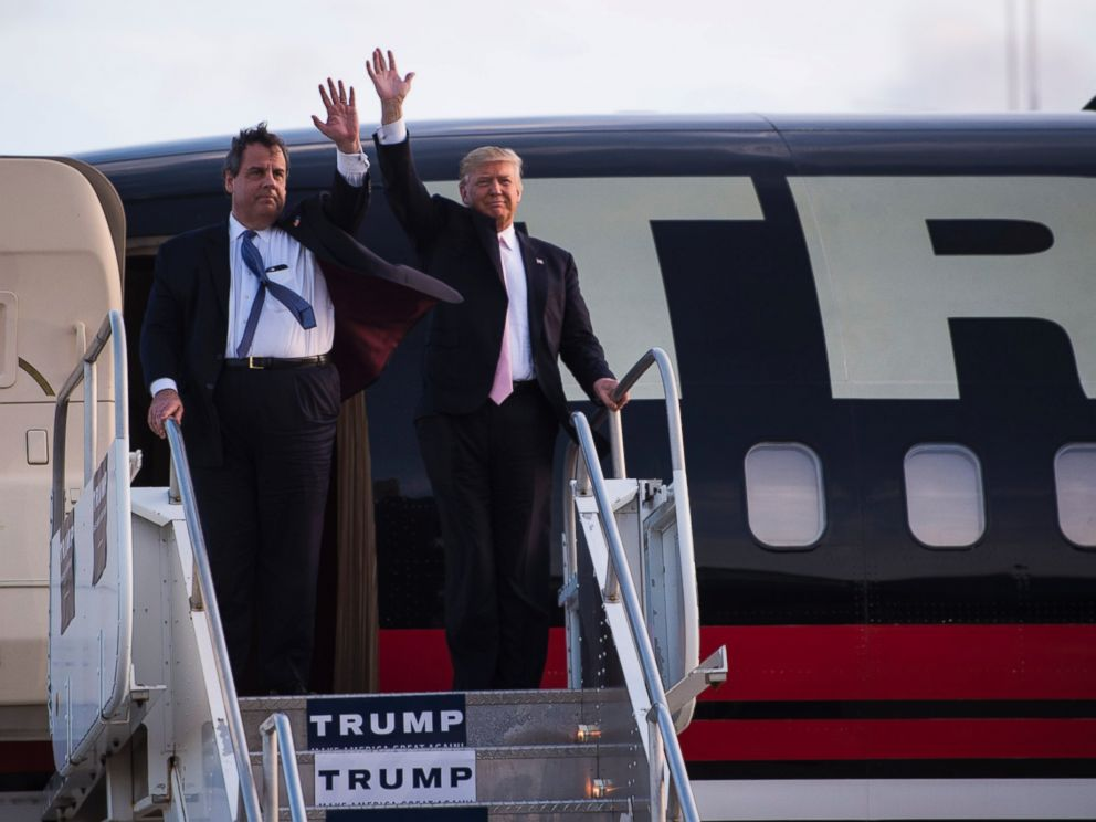 PHOTO: Republican presidential candidate Donald Trump and New Jersey Gov. Chris Christie arrive for a campaign event at Winner Aviation in Vienna, Ohio, March 14, 2016.