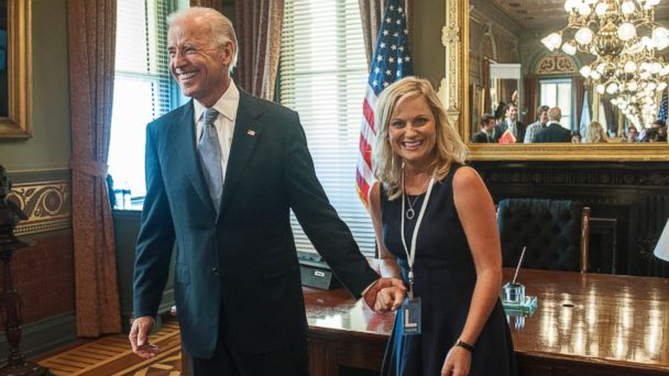 """PHOTO: Vice President Joe Biden appears with Amy Poehler as Leslie Knope on """"Parks And Recreation."""""""