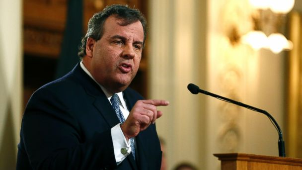 PHOTO: New Jersey Gov. Chris Christie delivers the State of the State Address in the Assembly Chambers at the Statehouse, January 14, 2014 in Trenton, N.J.