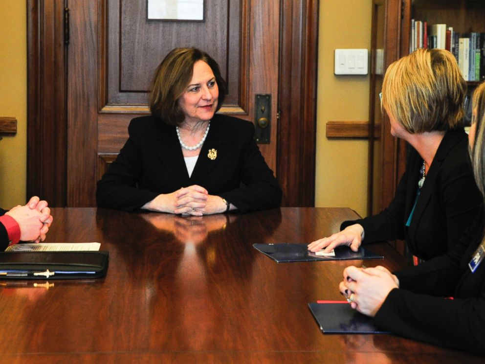 PHOTO: Physician assistants meet with Sen. Deb Fischer in Washington about the need to reform federal law to allow PAs to prescribe buprenorphine for opioid addiction, as well as the important role PAs play in mental healthcare, Feb. 4, 2016.