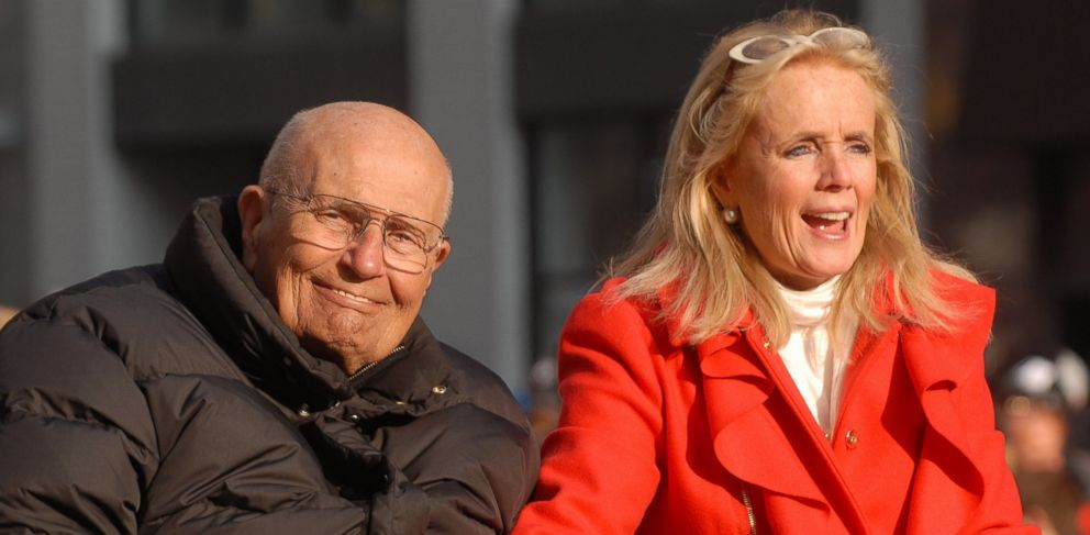 PHOTO: John Dingell (D-Mich) and his wife Debbie attend Americas Thanksgiving Day Parade at Woodward Avenue, Nov. 22, 2012 in Detroit, Mich.