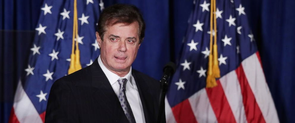 PHOTO: Paul Manafort, advisor to Republican presidential candidate Donald Trump, checks the teleprompter before Trumps speech at the Mayflower Hotel, April 27, 2016, in Washington.