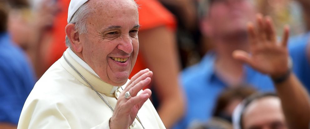 PHOTO: Pope Francis waves as arrives in Saint Peters square for his weekly audience at the Vatican, Sept. 2, 2015.