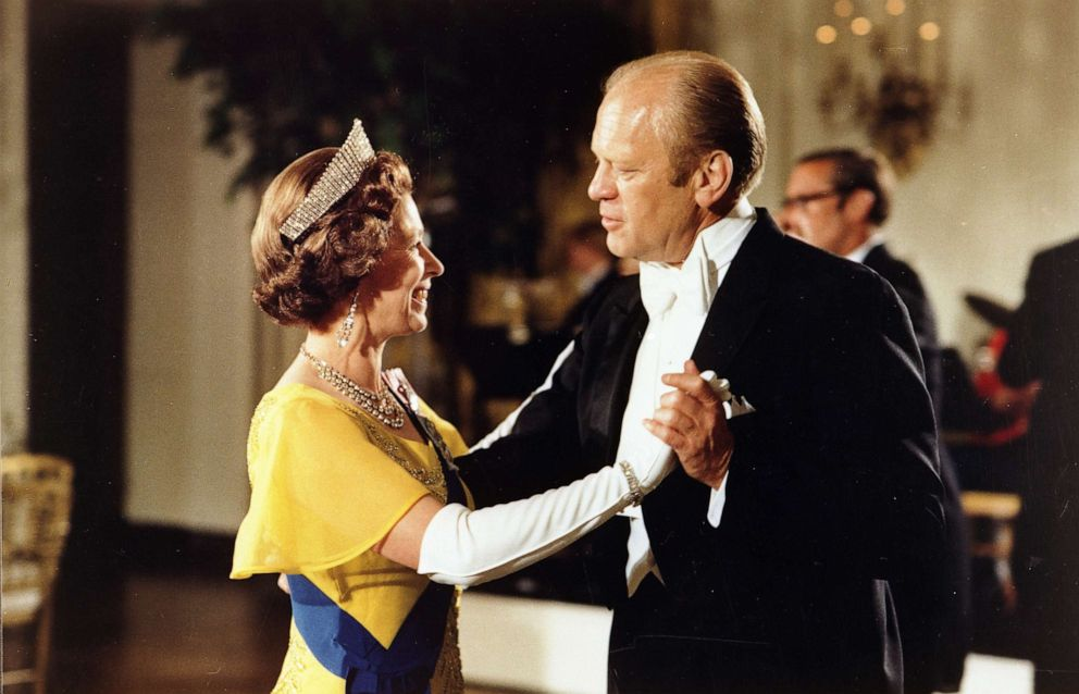 PHOTO: President Gerald Ford dances with Queen Elizabeth at the White House, during the Bicentennial Celebrations of the Declaration of Independence, in 1976.