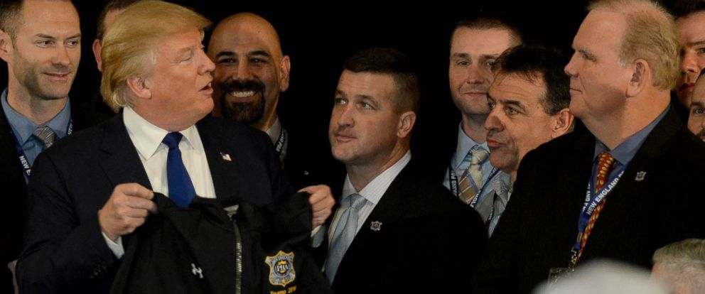 PHOTO: Donald Trump receives the endorsement of the New England Police Benevolent Association, Dec. 10, 2015 in Portsmouth, New Hampshire.