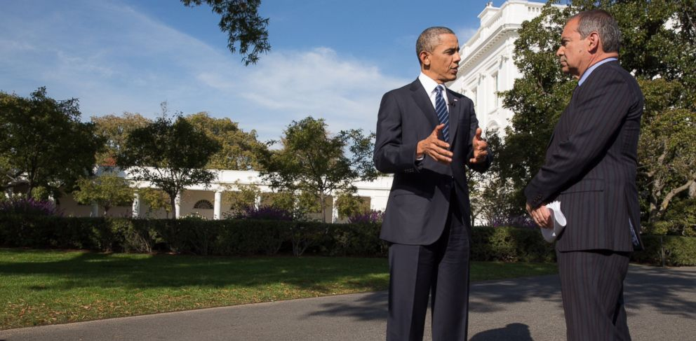 PHOTO: President Barack Obama participates in an interview with Jim Avila of Fusion Network on the South Lawn Drive, Oct. 28, 2013.