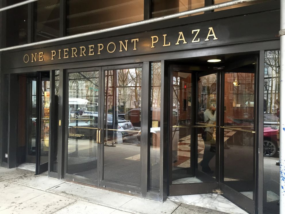 PHOTO: Hillary Clintons team has officially signed a lease on a campaign headquarters at 1 Pierrepont Plaza in Brooklyn, New York.