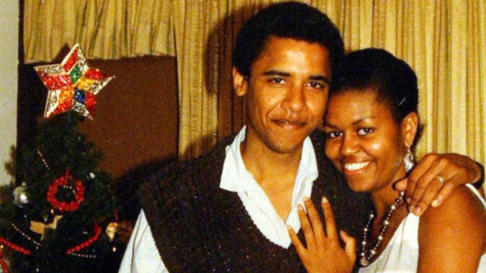 Look at the Obamas\' Throwback Christmas Snap - ABC News