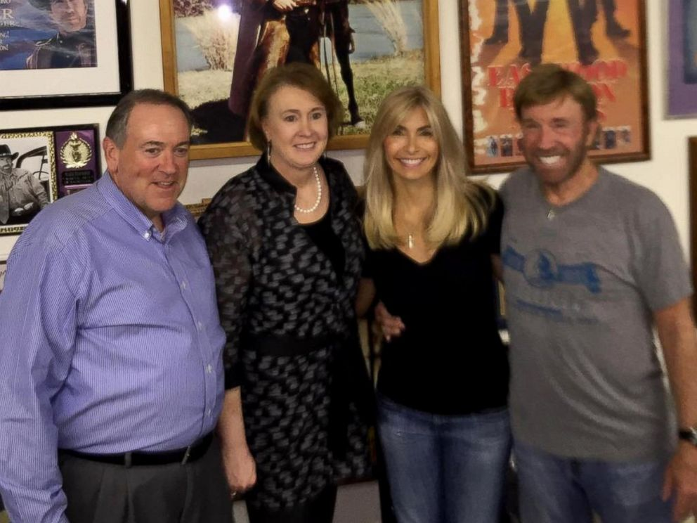 PHOTO: Republican candidate Mike Huckabee poses with his wife Janet, second from left, action movie star Chuck Norris and his wife Gena OKelley, during a Sep. 27, 2015, event Norris held at his Texas ranch for Huckabee.