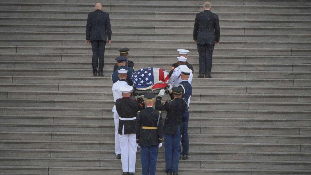 https://s.abcnews.com/images/Politics/McCain-pallbears4-rt-hb-180831_hpMain_16x9_992.jpg