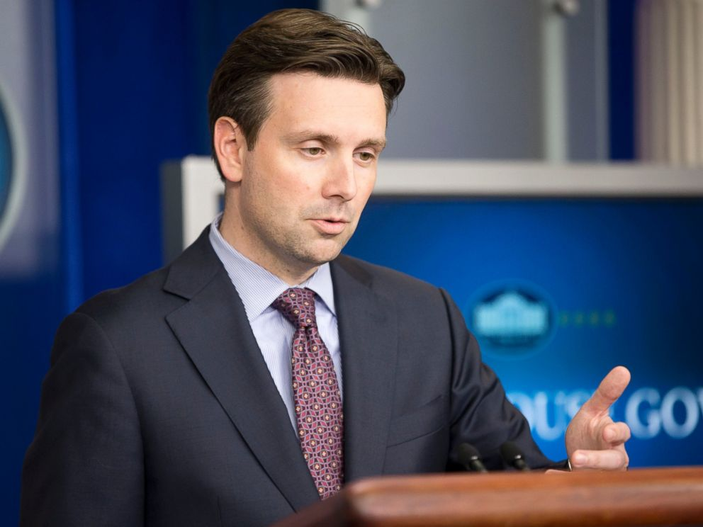 PHOTO: White House press secretary Josh Earnest during the daily briefing at the White House in Washington, Oct. 15, 2014.