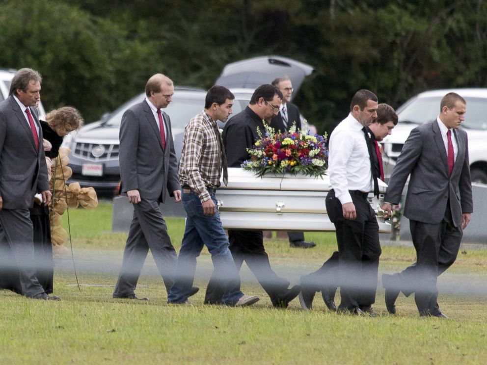 PHOTO: Pallbearers carry the casket of six-year old Jeremy Mardis at a cemetery in Beaumont, Mississippi, Nov. 9, 2015.