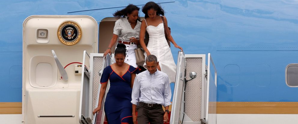 PHOTO: President Barack Obama and his family arrive aboard Air Force One at Cape Cod Coast Guard Air Station, Buzzards Bay, Massachusetts, in transit to their annual summer vacation at Marthas Vineyard, Aug. 6, 2016.