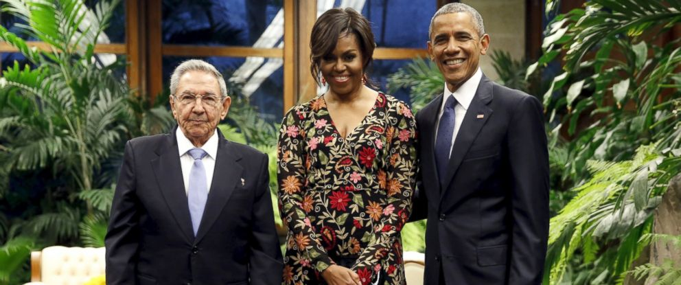 PHOTO: Cuban President Raul Castro greets U.S. President Barack Obama and first lady Michelle Obama as they arrive for a state dinner at the Palacio de la Revolucion in Havana, March 21, 2016.