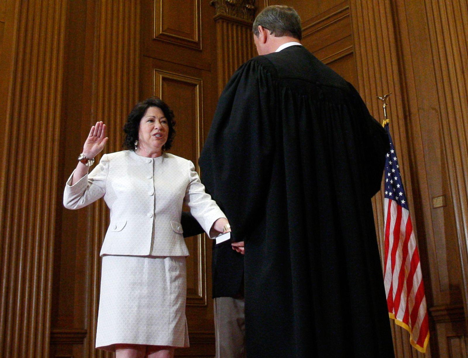 Supreme court avoids lesbian wedding cake dispute, sending case to lower court