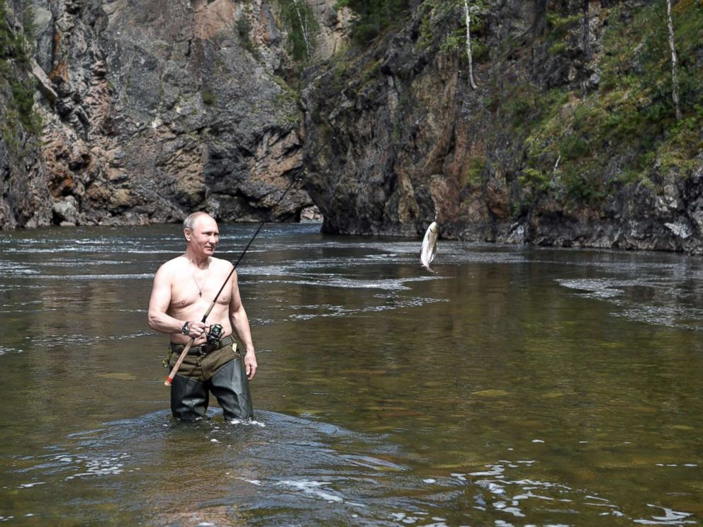 PHOTO: Russian President Vladimir Putin hunts fish underwater in the remote Tuva region in southern Siberia.
