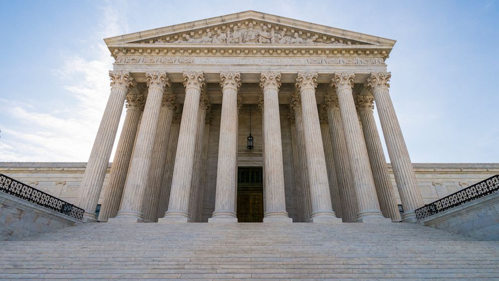 Justices allow enforcement of new green card rule thumbnail