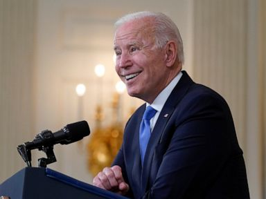 AP-NORC poll: Biden approval buoyed by his pandemic response thumbnail