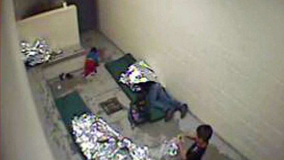 Κοστούμι πάνω από το Περίπολο Συνόρων συνθήκες κράτησης πάει σε δίκη