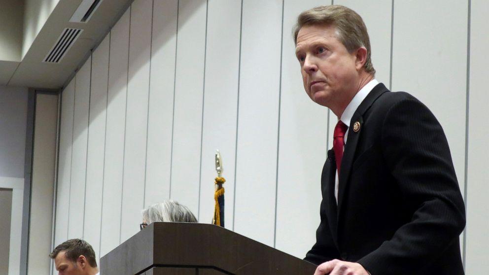 Kansas Senat saingan mencoba untuk meminimalkan Kobach ikatan Truf