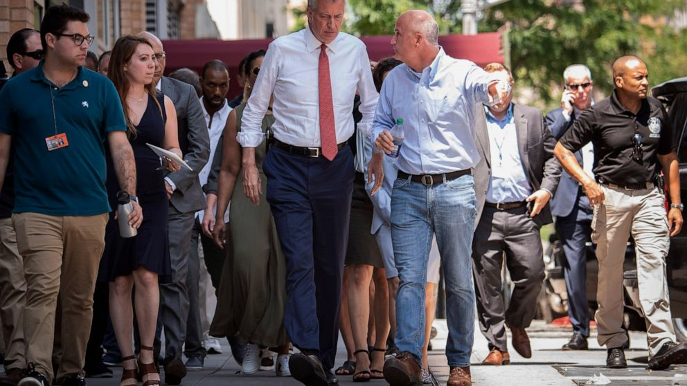 NYC mayor, running for president, on defense after blackout thumbnail