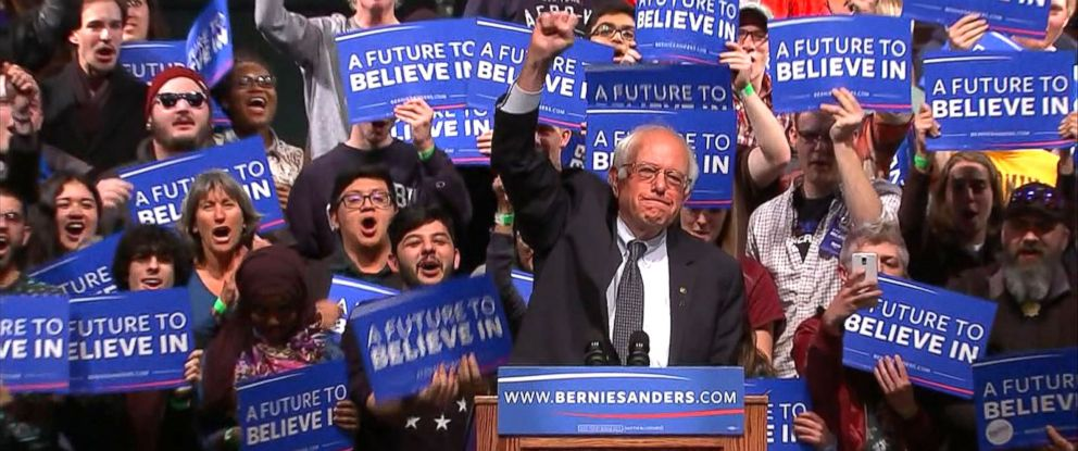 PHOTO: Bernie Sanders gives a speech during a campaign rally in Laramie, Wyo., on April 5, 2016.