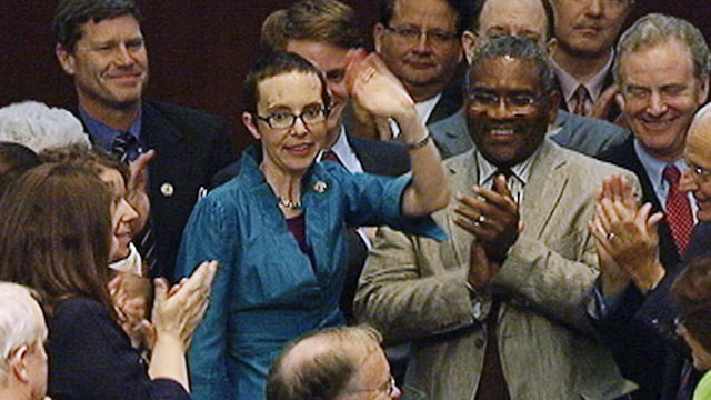 PHOTO:Rep. Gabrille Giffords makes first appearance in Congress since being shot
