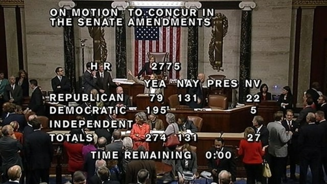VIDEO: Stenographer Rushes Microphone During House Vote