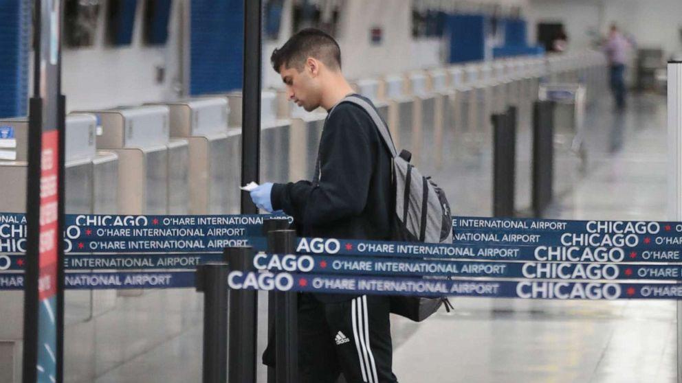 Αρχές για την επιβολή Ατού είναι νέος κορονοϊός ταξιδιωτικών περιορισμών σε αεροδρόμια των ΗΠΑ
