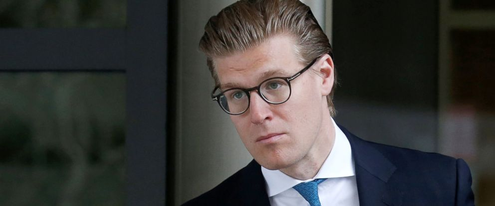 PHOTO: Alex van der Zwaan leaves the U.S. District Court after his sentencing in Washington, April 3, 2018.