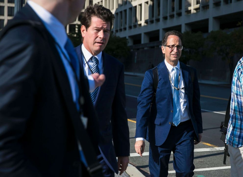 PHOTO: Andrew Weissmann and other members of Robert Muellers legal team walk outside the U.S. Courthouse in Washington, Sept. 20, 2017.