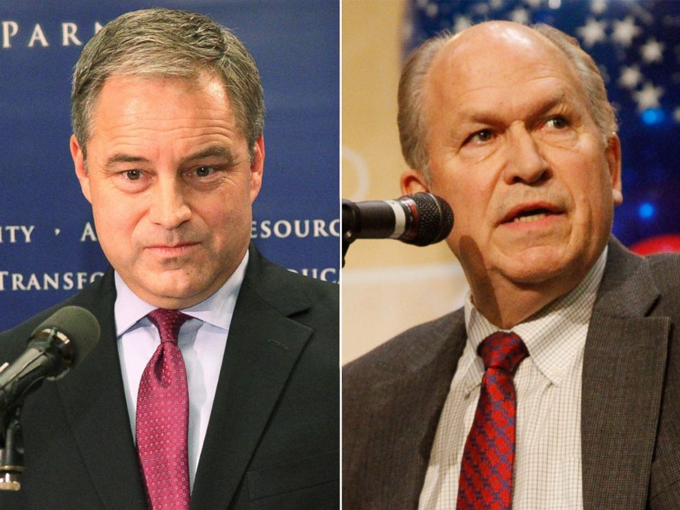 PHOTO: Alaska Gov. Sean Parnell speaks at a news conference Juneau on Jan. 23, 2014 and gubernatorial candidate Bill Walker participates in a debate in Anchorage on Oct. 24, 2014.