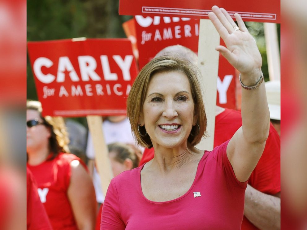 PHOTO: Republican presidential candidate Carly Fiorina, the former Hewlett-Packard chief executive, waves as she and supporters march in the Labor Day parade in Milford, N.H., Sept. 7, 2015.
