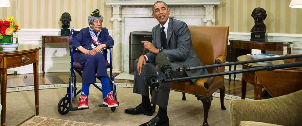 oval office july 2015. PHOTO: President Barack Obama Meets With Emma Didlake, 110, Of Detroit, The Oval Office July 2015